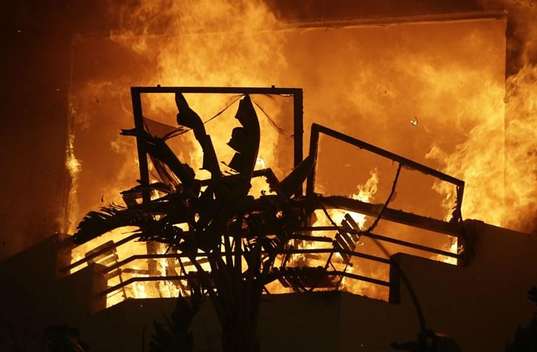 Kalifornija gori: Devet mrtvih, deseci nestalih, evakuirano poznato ljetovalište