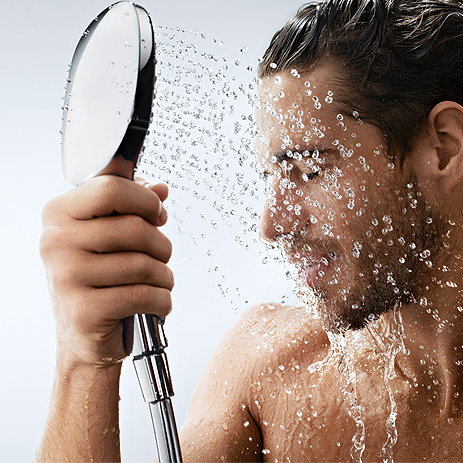 JESTE LI ZNALI DA što se duže tuširate toplom vodom, brže starite!