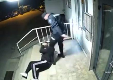 ( video) Policajci su se bukvalno iživljavali nad mladićem, koji je okasnio kući, za vrijeme trajanja policijskog časa u gradu na Neretvi