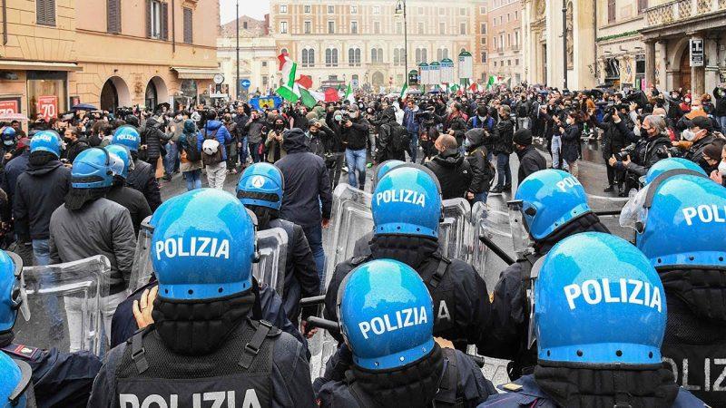 PROTESTI PROTIV PODJELE DRUŠTVA U ITALIJI TRAJU A VLADA PREDSTAVLJA COVID PASOŠ ZA PROFESORE, STUDENTE I PUTNIKE U JAVNOM PREVOZU !
