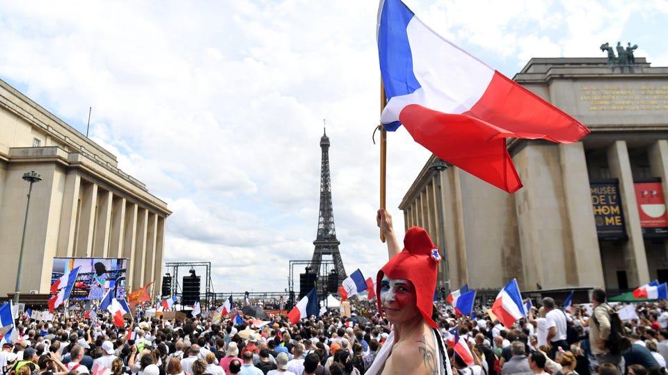 ZA FRANCUSKOG PREDSJEDNIKA JE SLOBODA TO KADA MORATE DA POKAŽETE PROPUSNICU DA BISTE POPILI KAFU!