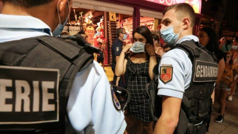 NEVJEROVATNO!!!  NOVA NACISTIČKA OKUPACIJA! OVAKO FRANCUSKA POLICIJA PROGANJA SVOJE GRAĐANE PO KAFIĆIMA TRAŽEĆI NA UVID PROPUSNICU!