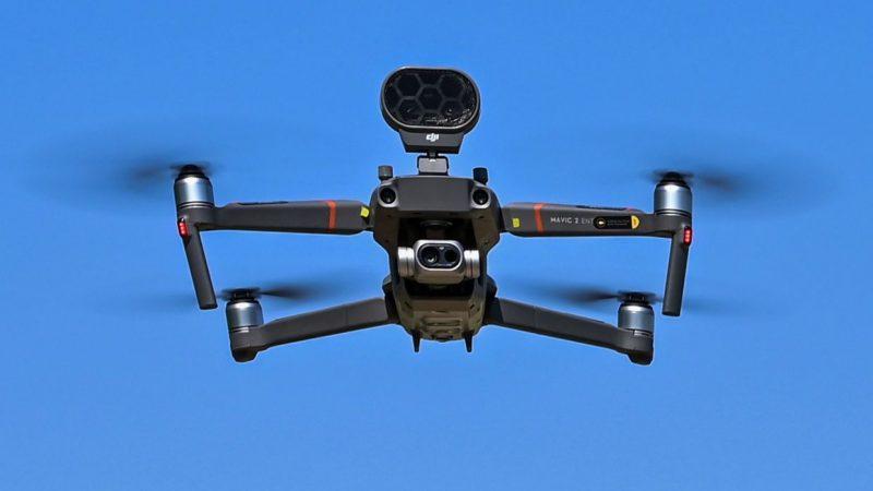 U ITALIJI DRON PROVJERAVA TEMPERATURU TIJELA LJUDI KOJI BORAVE NA PLAŽI U BLIZINI RIMA